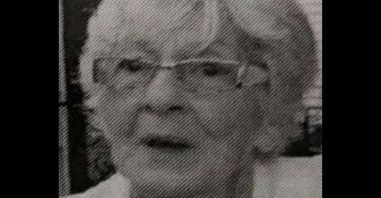 Fallece mujer de 80 años y sus hijos escriben en su obituario, publicado en un periódico local,