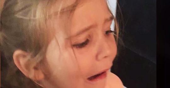 Madre da una lección a desagradecida hija luego de que arrojara su estuche para lápices a la basura