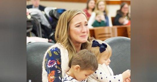Madre adopta a bebé y se entera de que es la hermana de su hijo adoptado
