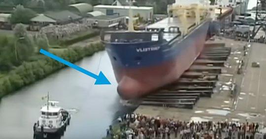 ¿Habéis visto poner a flote un gigantesco barco por primera vez? Es todo un espectáculo