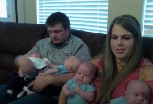 Una madre concibe a cuatrillizos de forma natural y durante el embarazo se entera de que tiene un tumor en el cerebro