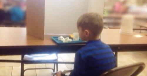 Fue a visitar a su hijo de 6 años en la escuela y se enteró de que los maestros lo estaban humillando en público