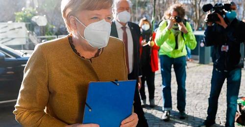 Alemania prohíbe el uso de mascarillas de tela en espacios públicos