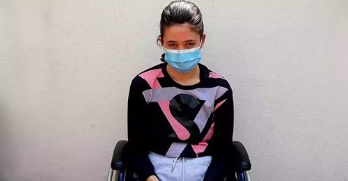 El calvario de Lucía meses después de tener coronavirus: 17 años y en silla de ruedas