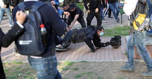 Detenido el agresor de un policía en el mitin de Vox en Vallecas