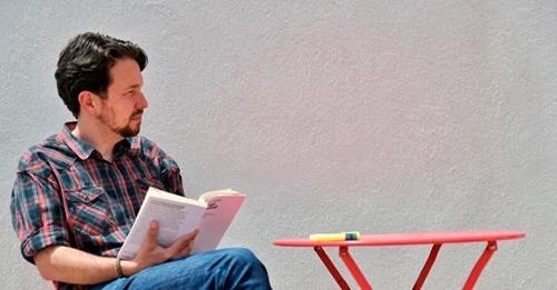 Pablo Iglesias se corta la coleta: adiós a la política y a su antigua imagen