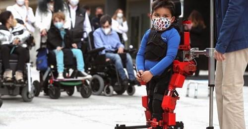 El primer exoesqueleto pediátrico es español y está listo para su uso en niños con parálisis cerebral