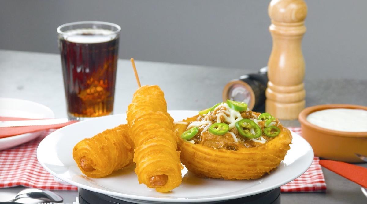 Deliciosos churros de puré de papas y salchichas