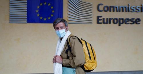 Bruselas prescinde desde hoy de las mascarillas en el exterior