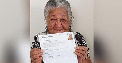 «Necesito trabajar»– Una gerente se emociona al recibir el currículo de una abuelita de 101 años