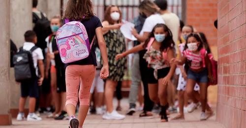 Unos padres negacionistas se niegan a que sus dos hijas vayan con mascarilla al colegio y se les habilita una clase aparte