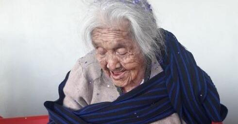 La anciana que inspiró a Mamá Coco cumple 108 años y lo celebra con una tarta de su personaje de Disney