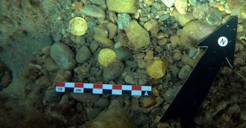 Hallan 53 monedas de oro de los siglos IV y V en el fondo marino del Portitxol de Jávea