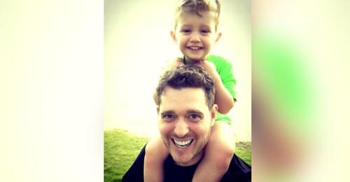 Michael Bublé agradece a Jesucristo por la remisión del cáncer de su hijo