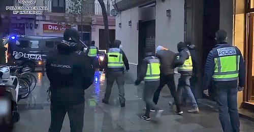 La Policía desarticula una célula yihadista que ultimaba la compra de un kalashnikov para cometer un atentado